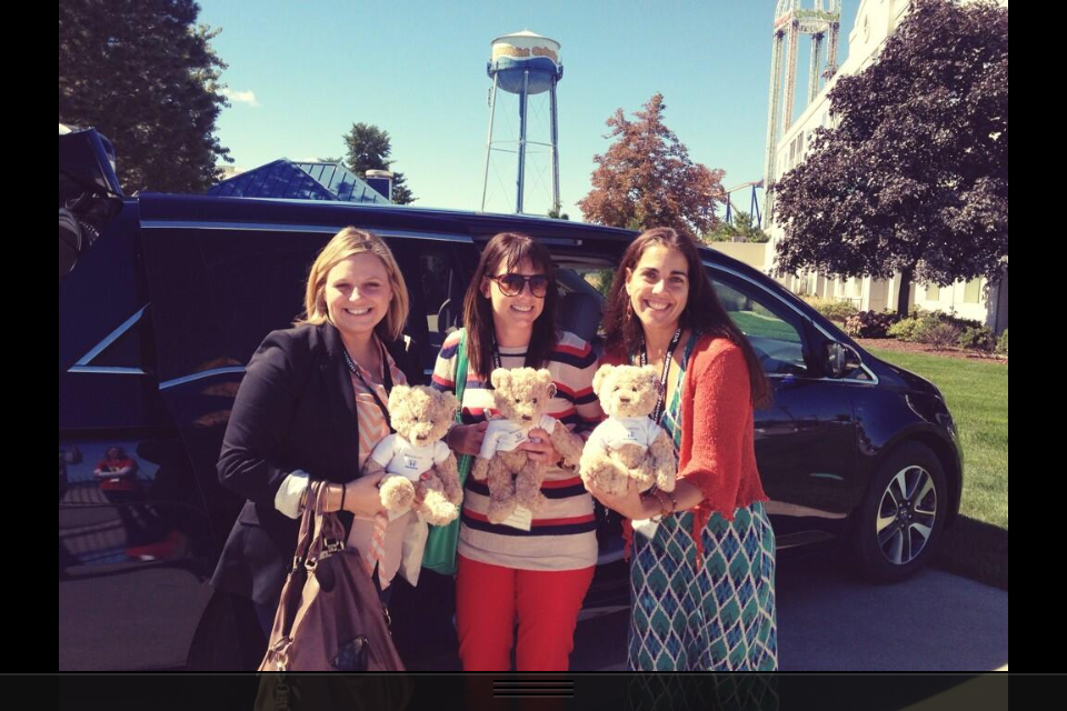 bloggers with their honda bears at bloggycon13